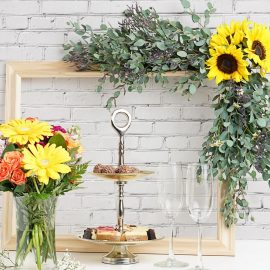 DIY Tutorial – Floral Photo Booth Frame